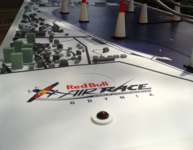 Red Bull Air Race – Air Buzz (buzz wire game)